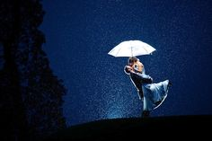 15 Bad Weather Wedding Photos are Beautifully Backlit - My Modern Met