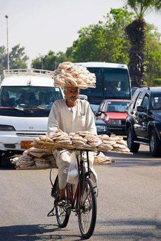 Cycling in Egypt: bread deliverymen. Real acrobats in traffic