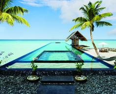 Basseng kan virke overflødig på Maldivene, men Reethi Rahs 30-metersbasseng er noe helt for seg selv.