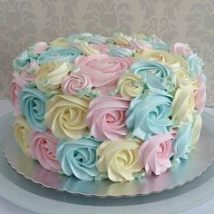 Cake decorating ideas, in addition to easy cake recipes and p Creative Cake Decorating, Cake Decorating Videos, Cake Decorating Techniques, Creative Cakes, Decorating Ideas, Cake Icing, Cupcake Cakes, Buttercream Icing, Pretty Cakes