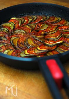 Degusta+ Exquisitos Platos y Tapas: Ratatouille - Recipes, tips and everything related to cooking for any level of chef. Vegetable Recipes, Vegetarian Recipes, Cooking Recipes, Healthy Recipes, Delicious Recipes, I Love Food, Good Food, Yummy Food, Comida Diy