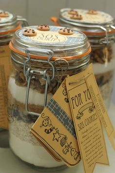 SOS cookie // this might be the cutest idea ; Mason Jar Meals, Meals In A Jar, Mason Jar Crafts, Mason Jars, Kit Cookies, Cookies Et Biscuits, Sos Recipe, Edible Gifts, Jar Gifts