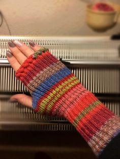 fingerlose Handstulpen mit Daumenzwickel *Anleitung für Strickmaschine*