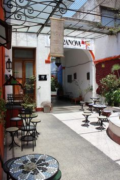 Terranova hosts a number of cultural activities on site, such as Tango lessons, live music shows, theatre, regular film screenings and a host of other tempting treats. The house is just two blocks away from Plaza Dorrego, a historical spot rich in traditon and nightlife options.  This is the place to really embrace the heart, soul and passion of Buenos Aires.