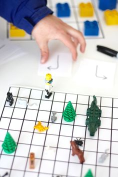 Free printable algorithm coding game for kids that they can change over and over again. Screen free computer coding activity for easy kids STEM activities.