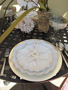 Very elegant place setting for a beach wedding. Love the seashell shaped china and the starfish.