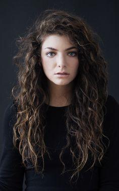Lorde has the prettiest hair ever.