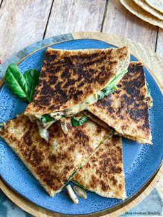 Quesadillas aux épinards et fromage Vegan Recipes, Cooking Recipes, Food Inspiration, French Toast, Veggies, Menu, Bread, Snacks, Breakfast