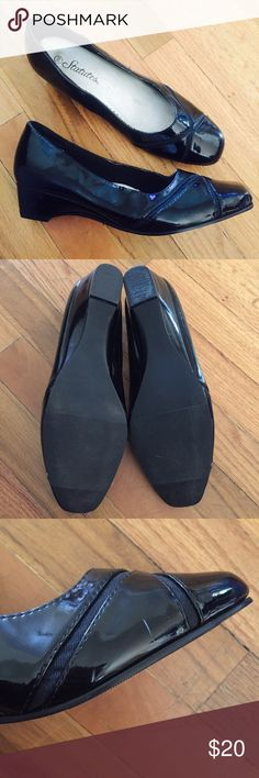 Black Women's Shoes - Statutes Professional Shoes Black, shiny, professional shoes with small heel lift. Worn once for an interview, in great condition. Minimal scuffs on right shoe (pictured). Size 9 Statutes Shoes Flats & Loafers