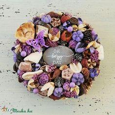 Levendula lila kopogtató, ajtódísz - 19 cm (DorniHome) - Meska.hu Wreaths, Door Wreaths, Deco Mesh Wreaths, Floral Arrangements, Garlands, Floral Wreath, Garland