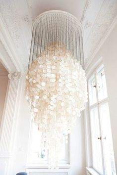 I am in complete AWE over this chandelier...... (it must be even more awesome in real life) ❀ ~  ◊  photo via '47 park avenue'