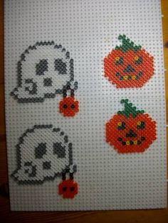 Motifs Perler, Perler Patterns, Pearler Beads, Fuse Beads, Hama Beads Halloween, Plastic Bead Crafts, Art Hama, Plastic Canvas Stitches, Halloween Patterns