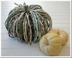 #DIY tutorial: Newspaper pumpkins perfect for Halloween decor.