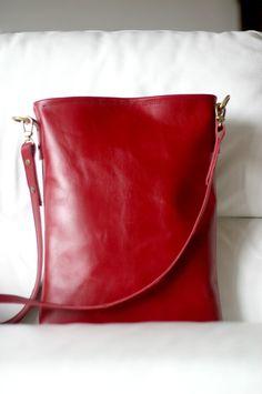 Leather Messenger Bag - Handmade Leather bag - Made in Italy bag - Red leather - Red messenger bag - Leather tote op Etsy, 134,57€
