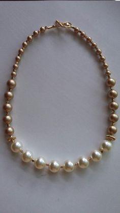 Collar de perlas swarovski. Creaciones Little Flower.