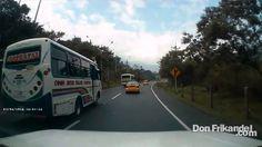 La imprudencia de conductores como este mas de una persona pierde la vid...