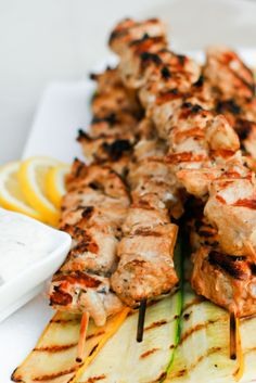 Light Greek Chicken Souvlaki - Many of the traditional Greek meals include fishes or meats cooked in olive oil with spices that create a light meal with strong, fresh flavours .This meal is tasty and filling, without leaving you feeling guilty. Greek Recipes, Light Recipes, Greek Meals, Souvlaki Recipe, Greek Chicken Souvlaki, Healthy Eating, Clean Eating, Healthy Food, Cooking Recipes