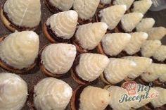 Kokosovo-ořechové mlsání - DĚLBUCHY | NejRecept.cz Christmas Cookies, Merry Christmas, Onion, Muffins, Cooking Recipes, Vegetables, Breakfast, Sweet, Food