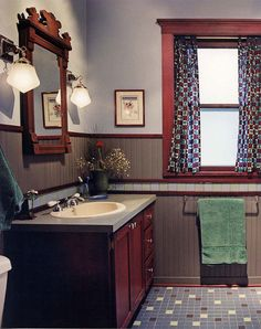 1910 Prairie-style bathroom, with graphic tile floor, wood wainscot, and period moldings. Photo by Christopher Lark, design by Greene & Proppe Design. Craftsman Style Bathrooms, Craftsman Interior, Interior Trim, Arts And Crafts House, Home Crafts, Built In Furniture, Home Furniture, Antique Furniture, Prairie Style Houses