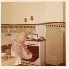 tiles Vintage Picture Perfect Grandma Putting Turkey in the Oven, Classic Kitchen, Vintage Green depression Era Tiles, Vintage Photo, Color Snapshot√ 1940s Photos, Vintage Photographs, Vintage Photos, Classic Kitchen, Vintage Kitchen, 50s Kitchen, Bungalow Kitchen, Green Kitchen, Rustic Kitchen