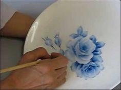 【原宿陶画舎】お皿に薔薇を描くデモンストレーション その1【倍速】 - YouTube