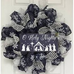 Blue Christmas Decor, Gold Christmas Decorations, Christmas Mesh Wreaths, Christmas Swags, Silver Christmas, Christmas Diy, Winter Wreaths, Holiday Crafts, Holiday Decor