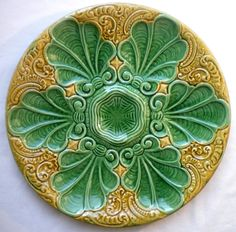 French Majolica plate oysters 6 green acanthus leaves and foliated scrolls ocher