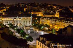 Fotografía nocturna de la Plaza de Rossio en Lisboa, Portugal - Night photography of Rossio Square in Lisbon, Portugal