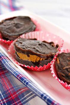 2 Ingredient Weight Watchers Desserts – The BEST Weight Watchers Recipe – Chocolate Peanut Butter Cups {Easy – No Bake} #recipes #dessertfood #lessingredientalrecipes #healthyrecipes