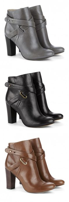 Ankle boots paired with skinny jeans is a perfect way to spice up any fall outfit