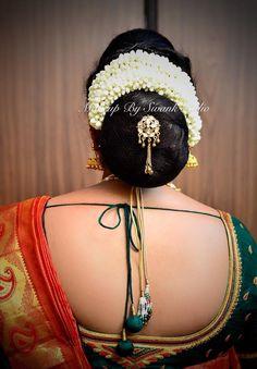 Wedding hairstyle. Hair bun. Silk saree. Saree blouse design. Indian Bun Hairstyles, Unique Wedding Hairstyles, Bridal Hair Buns, Hair Decorations, Elegant Saree, Short Blonde, Hair Images, Beautiful Girl Indian, Saree Blouse Designs