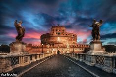 Guardian Angels along the bridge, road to Castel Sant'Angelo.  Good morning Roma! Buenos días Rome!
