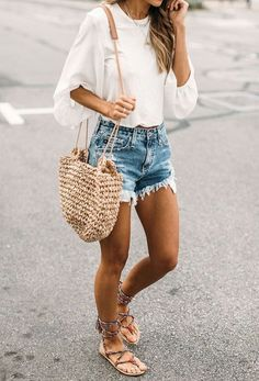 Summer outfit // summer ootd // summer style // summer fashion // outfit ideas // outfit inspo // fashion inspo // style inspo // denim shorts // boho // boho style Blushing for Blues - Styled Avenue Mode Outfits, Fashion Outfits, Womens Fashion, Ladies Fashion, Fashion Clothes, Fashionable Outfits, Fashion Flats, Comfortable Outfits, Fashion Jewelry