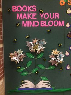 Spring library display Spring Forecast, Left side, Books make your mind bloom School Library Displays, Middle School Libraries, Library Themes, Elementary Library, Library Ideas, School Library Decor, Library Posters, Library Inspiration, Public Libraries