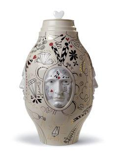 Medium Conversation Vase, by Lladro.