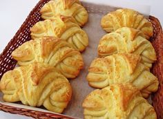 Sýrové croissanty | NejRecept.cz Snack Recipes, Cooking Recipes, Snacks, Portuguese Sweet Bread, Croissants, Bread Shaping, Homemade Dinner Rolls, Savory Pancakes, Czech Recipes