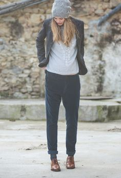 Eveline hat, grey. Lola shirt, sky. Hotel jacket, iron navy. Fred pants, dark navy.