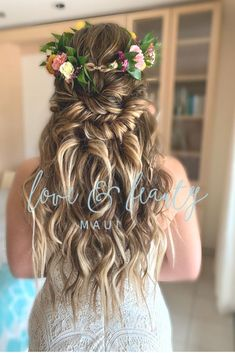 The hair stylists and makeup artists of Love and Beauty Maui will make sure you and your bridal party look flawless and radiant on your special wedding day. Loose Hairstyles, Bride Hairstyles, Beach Wedding Hairstyles, Beach Bridal Hair, Updo Hairstyle, Wedding Updo, Bridal Makeup Tips, Bridal Beauty, Medium Hair Styles