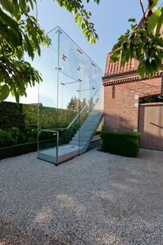 Kinda interior design Glass entry stairs Caan Architecten (BE) Stairs Architecture, Residential Architecture, Architecture Details, Glass Stairs, Concrete Stairs, Outside Stairs, Tiny House Stairs, Casa Patio, Entry Stairs