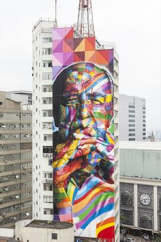 We know streetartist Eduardo Kobra for his colorful style of streetart and we love it. This time he created a 170 feet tall street art mural on Paulista Avenue, one of Sao Paulo's busiest streets. The colorful piece is a tribute to Brazilian architect Oscar Niemeyer, who passed away last December at the age of 104.
