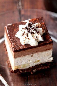 BAYADERKA :Layered Brownie with chocolate ganache and bananas, cheesecake like flavor . yummy cold.  wykwintne z bananami http://bayaderka.blogspot.com.au/2015/03/brownie-wykwintne-z-bananami.html #brownies #layeredbrownies #chocolate