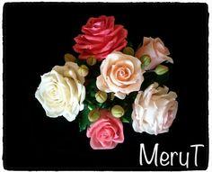 Fiori in pasta di mais rose in,porcelana Fria, cold porcelain