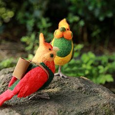 Design: Needle felted Animal Cuteparrot bird In Stock:7-10 days for processing Include: Only The Needle Feltingparrot bird Color:Red, Green Material: Felt Wool (100% merino wool), Plastic Eyes, Love Size: 16cm(H)...