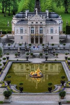 .@@@@....http://www.pinterest.com/carolinabwagner/most-beautiful-castles-around-the-world-3/