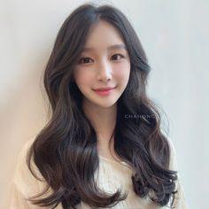 Women Haircuts Long, Long Layered Haircuts, Curly Prom Hair, Pretty Hairstyles, Korean Hairstyles, Curtain Bangs, Korean Makeup, Korean Women, Hair Looks