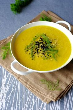 Cream of leeks and turmeric fennel Raw Food Recipes, Vegetarian Recipes, Healthy Recipes, Chowder Recipes, Soup Recipes, I Love Food, Good Food, Beef Tagine, Greens Recipe