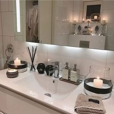 Content filed under the Shower Panels taxonomy. Bathroom Interior, Interior Design Living Room, Interior Decorating, Shower Panels, Beautiful Bathrooms, Bathroom Inspiration, Interior Inspiration, Small Bathroom, Modern Bathroom