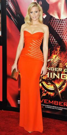 Elizabeth Banks hit The Hunger Games: Catching Fire premiere in strapless orange Versace gown with linear gold detailing at the bodice, picking up on the metallic with gold Melinda Maria earrings, Jennifer Fisher rings and a copper Rauwolf clutch. Celebrity Dresses, Celebrity Style, Award Show Dresses, Elizabeth Mitchell, Versace Gown, Plus Size Prom, Glamorous Dresses, Elegant Gowns, Red Carpet Looks