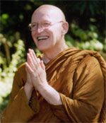 Ajahn Sumedho at the 2006 Buddhist Summer School Buddhist Texts, Buddhist Teachings, Buddhist Meditation, Buddhist Monk, Theravada Buddhism, Heart Sutra, Buddhist Traditions, Zen Master, Learn To Meditate