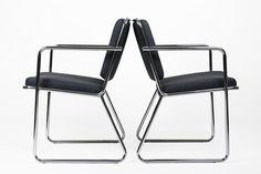 Dwa krzesła na chromowanych nogach Mid-Century Modern